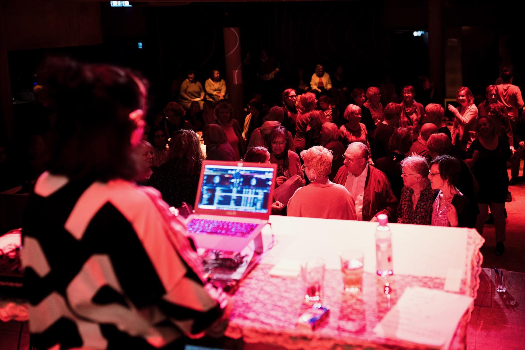 Die Hamburgerin organisiert Veranstaltungen für die Generation 60 plus.