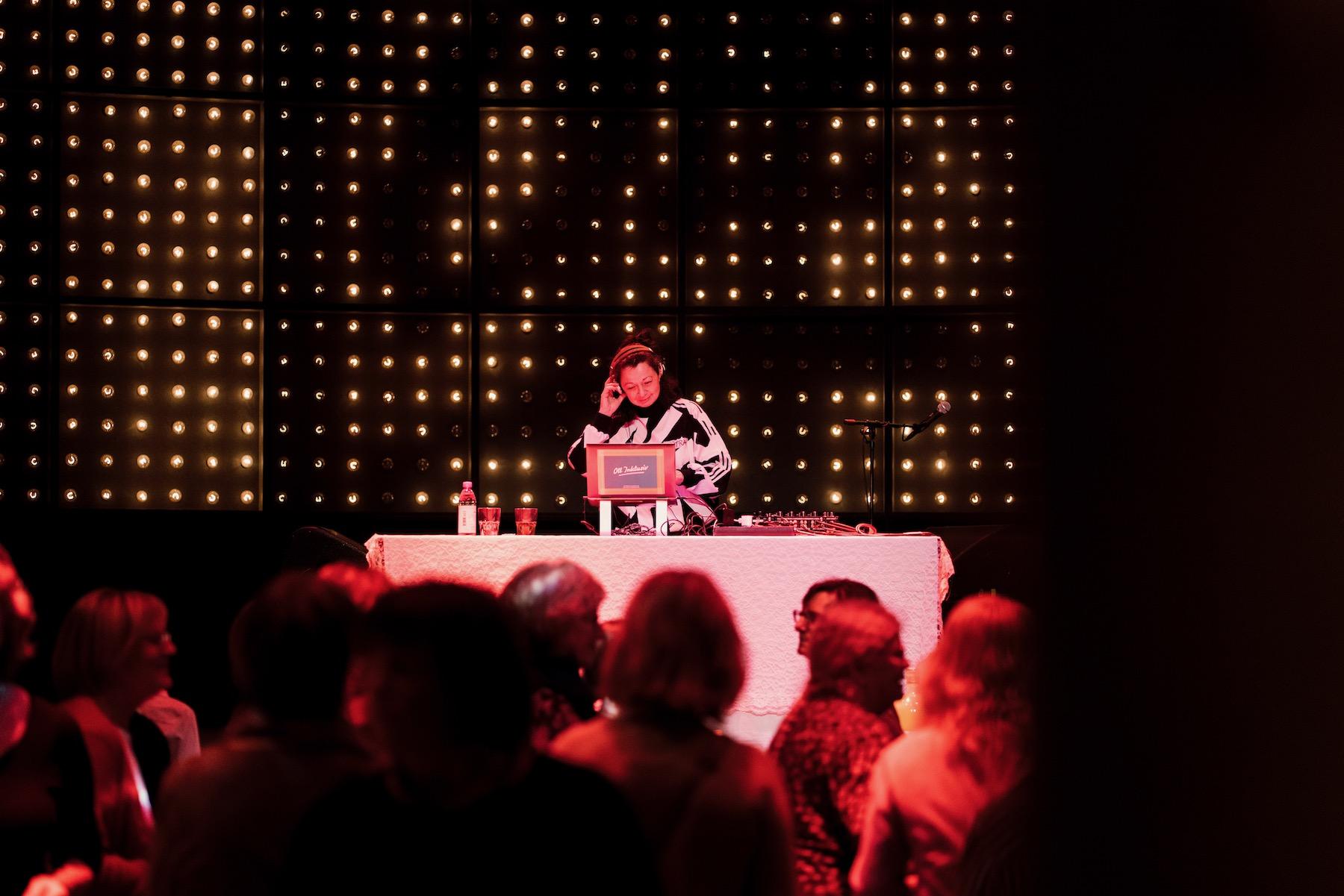 Mitra Kassai ist bestens mit Hamburgs Musik- und Kulturszene vertraut.