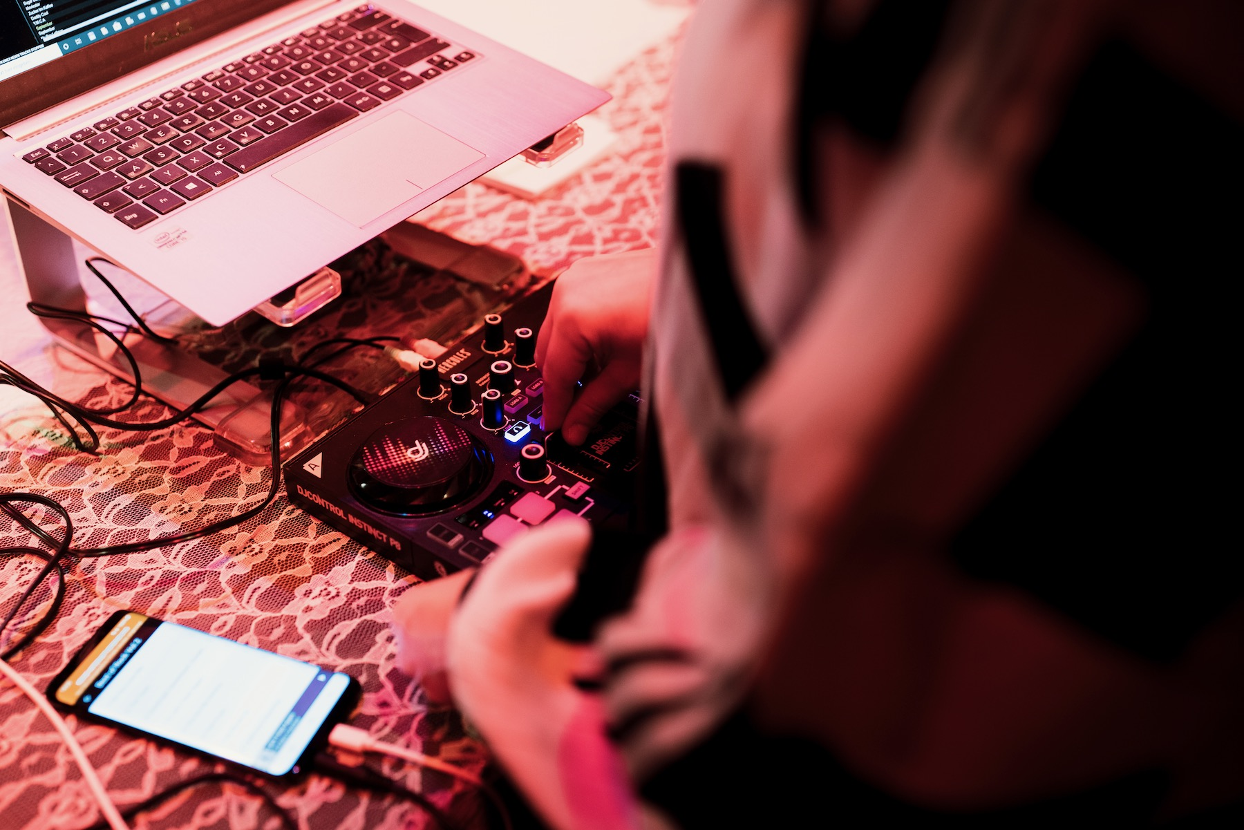 Als DJ Rita legt die Hamburgerin Mitra Kassai Boogie, Funk und Soul auf.