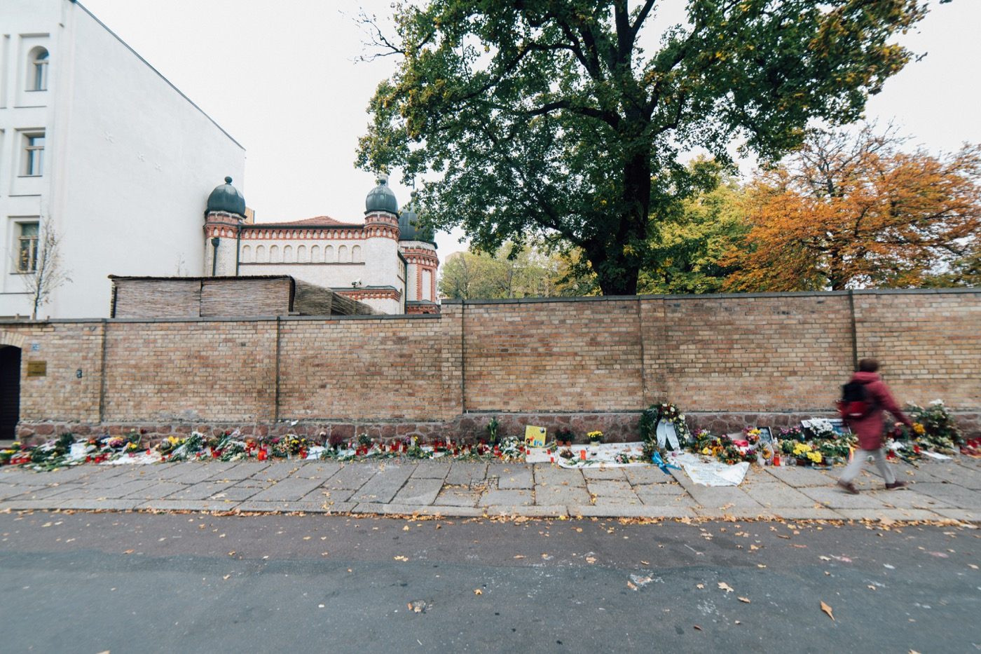 Gedenken an der Synagoge in Halle wenige Tage nach dem Terroranschlag.