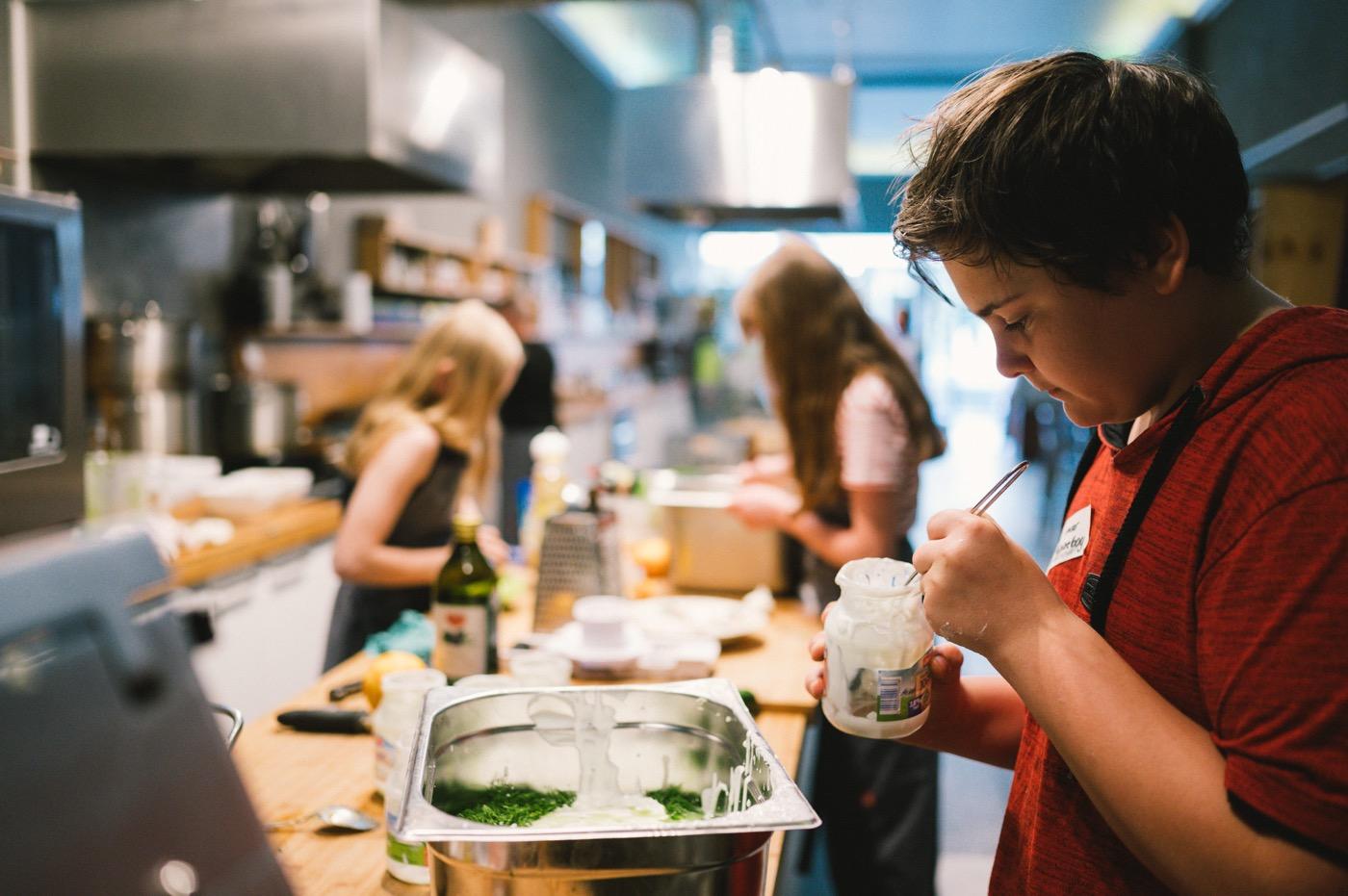 Die Jugendkochschule soll dem Nachwuchs Lust aufs Kochen machen.