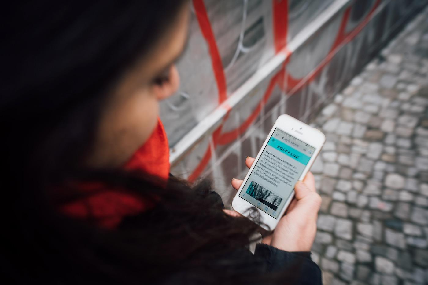 Polylux wirbt online um Fördermitglieder, gibt das Geld jedoch weiter.