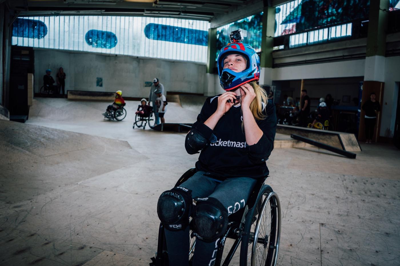 Bei den waghalsigen Manövern vertraut Ronja Holze auf ihre Ausrüstung.