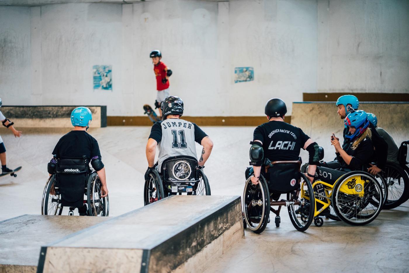 Wheelchair Motocross ist bislang die absolute Ausnahme in Skatehallen.