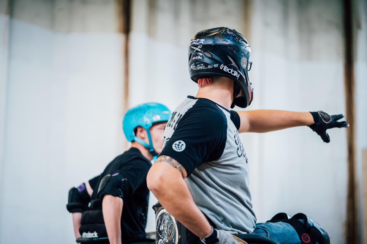 In den Skatehallen ist es nicht immer leicht, die Rampen hochzukommen.